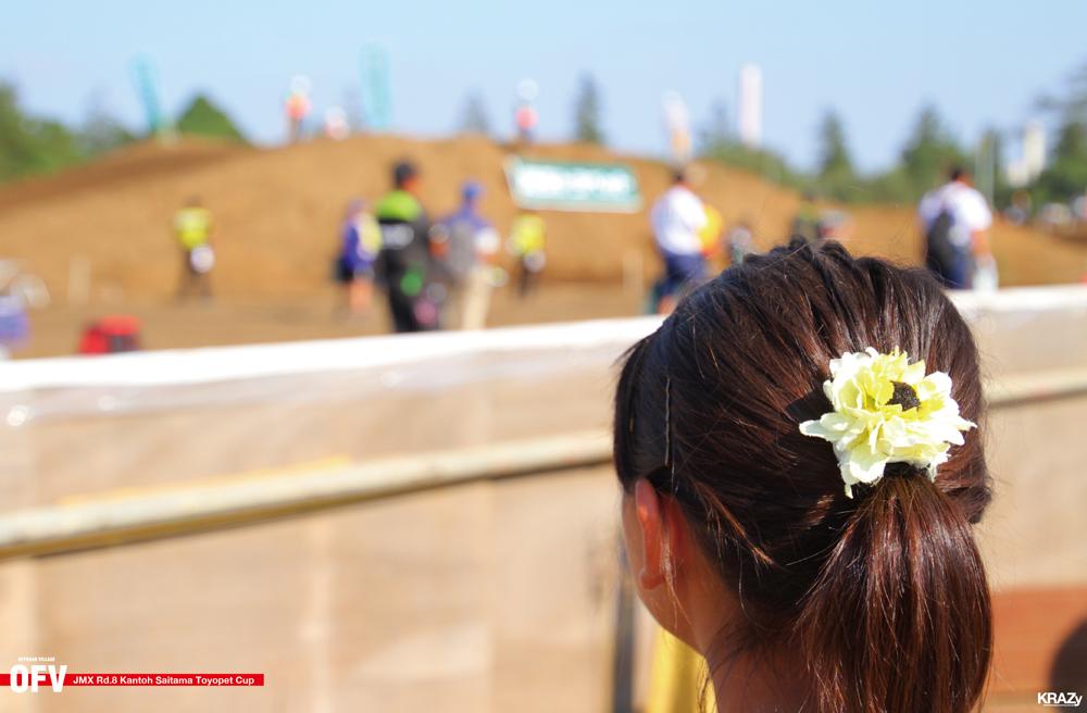 花飾りの髪