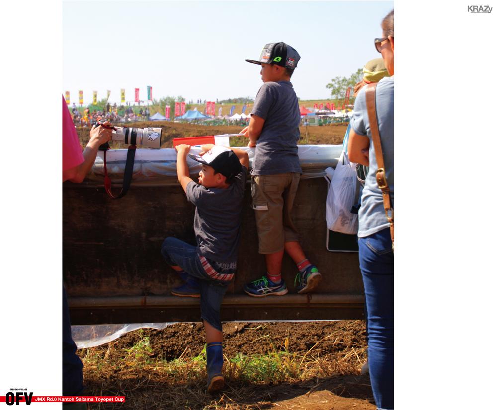 土管の向こうのスタッフ