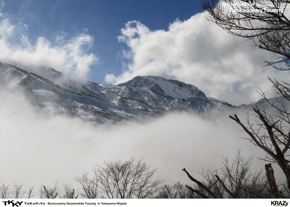 雪煙で登頂