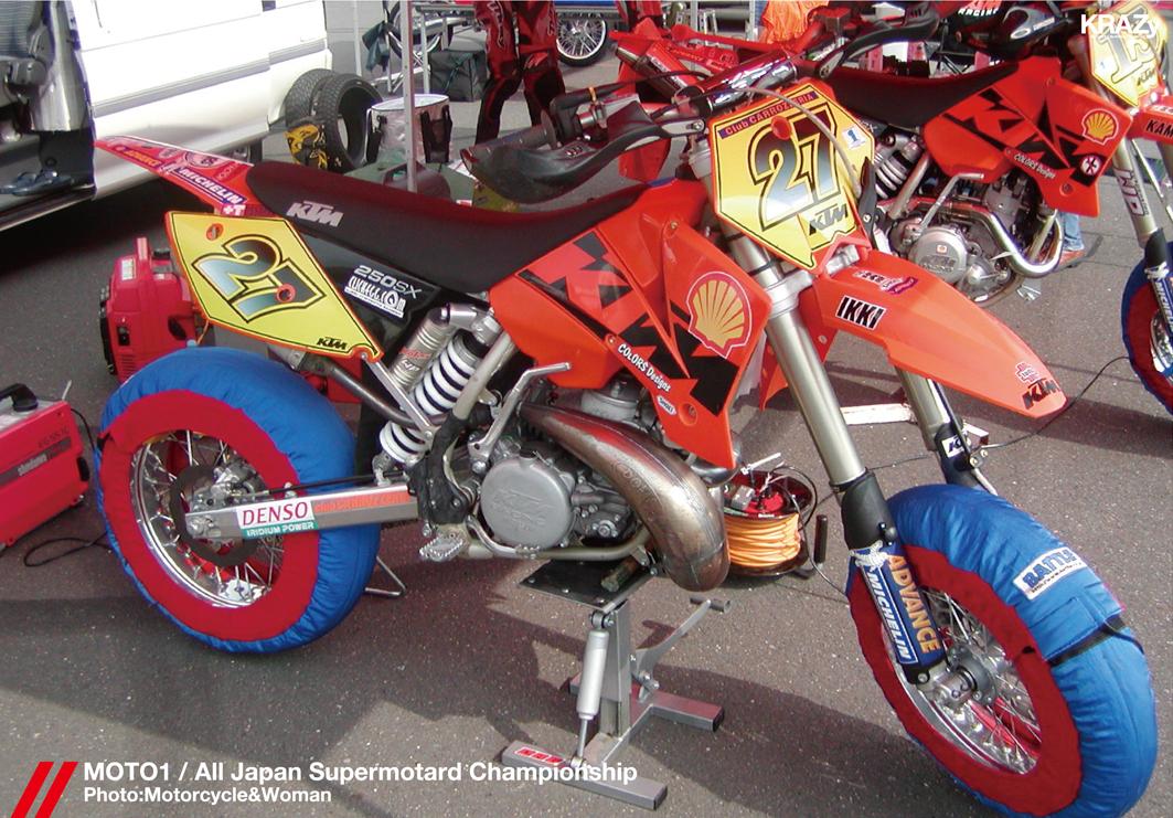 33モーターサイクル&ウーマン